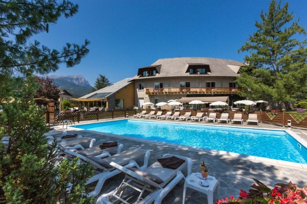 hebergement piscine Hautes Alpes